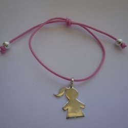 Médaille fille gravée fermoir perles