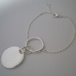 Bracelet tendance avec médaille gravée