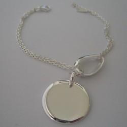 Médaille gravée sur bracelet tendance