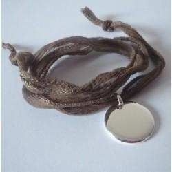 Bracelet médaille et ruban de soie